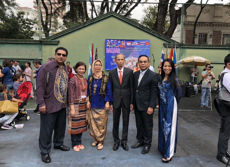 EMABAJDORES - MALASIA, FILIPINAS, INDONESIA, VIETNAM, TAILANDIA Y LIEN EN BAZAAR ASEAN 2018- EN EMBAJADA DE TAILANDIA-