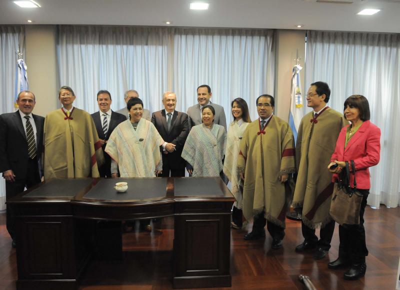 Embajadores de ASEAN con la gobernación de Tucumán